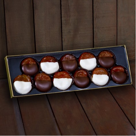 http://www.simonianfarms.com/image/cache/data/gift_packs_dried_fruit/chocolate_dipped_apricots-800x800.jpg